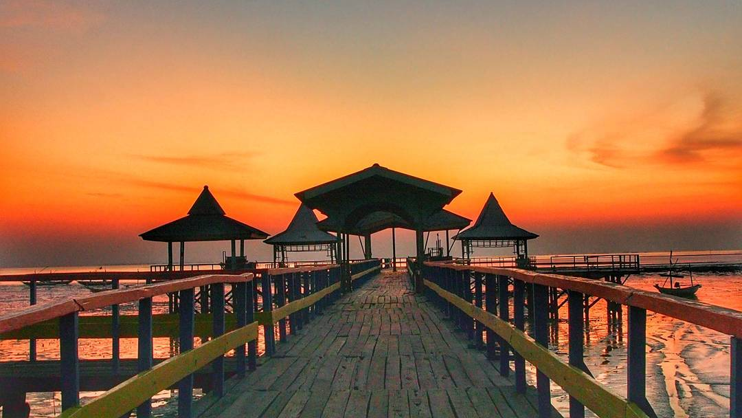 Top 8 Exciting things to do in Surabaya City, Indonesia_Kenjeran beach