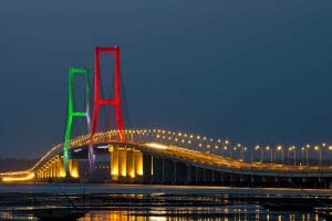 how to go to surabaya points of interest suramadu bridge