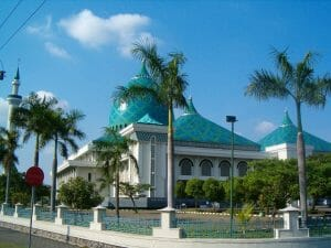 how to go to surabaya points of interest al akbhar grand mosque