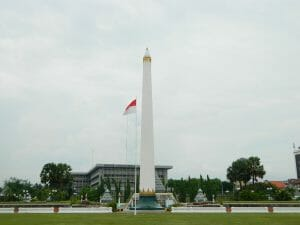 how to go to surabaya points of interest heroes monument