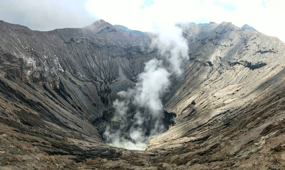 4d3n Mount Bromo Sunrise Tour Price for Malaysia and Singapore_Gunung Bromo crater