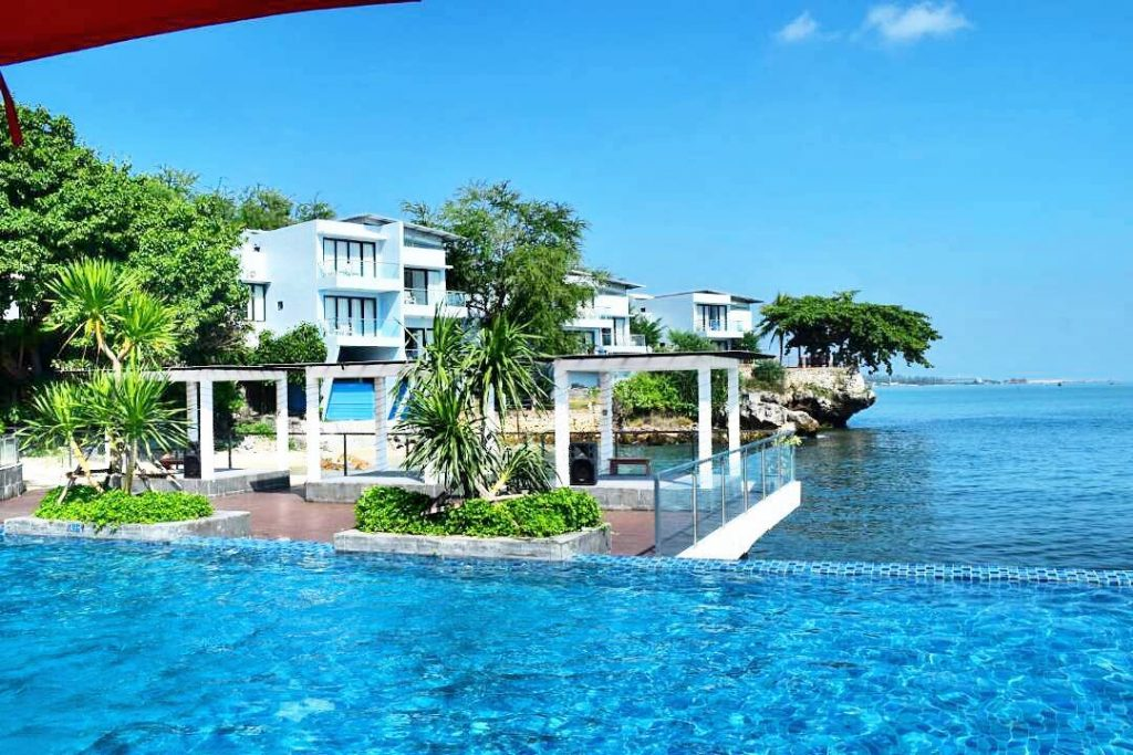 Top 5 Unique Surabaya Resorts and East Java Accommodations _Tanjung Kodok pool