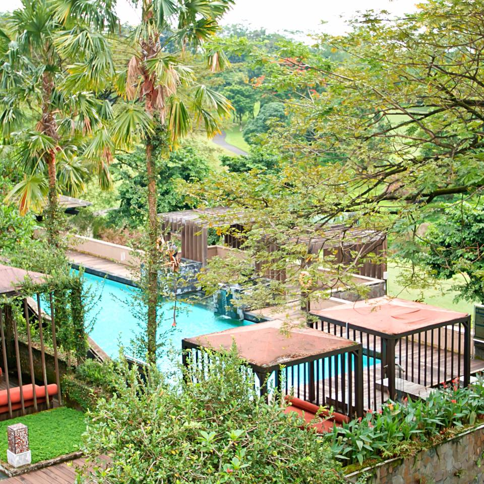 Top 5 Unique Surabaya Resorts and East Java Accommodations_Taman Dayu Golf pool