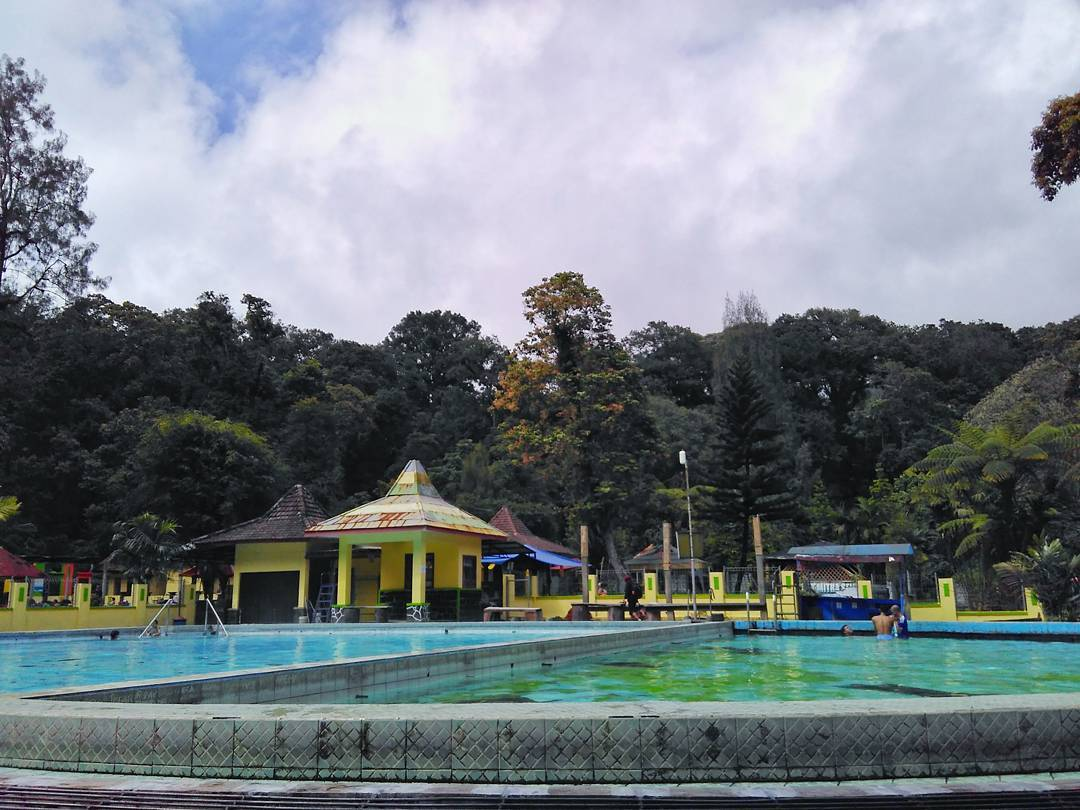 7 Unique Day Trips from Surabaya few people know_Cangar Hot Spring 1