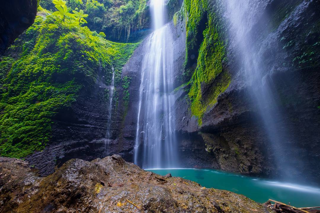 Surrounded by four other waterfalls, the wonderment of Madakaripura is magnified by the legend of Gajah Mada, one of Indonesia's great heros, that's historically linked to this waterfall. You'll be soothed by the serene atmosphere and the glorious sunlight falling dramatically onto the cascading waters._Madakaripura waterfall 2