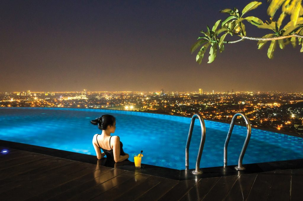 best surabaya city hotels near Tunjungan Plaza Mall_Ciputra world hotel surabaya pool