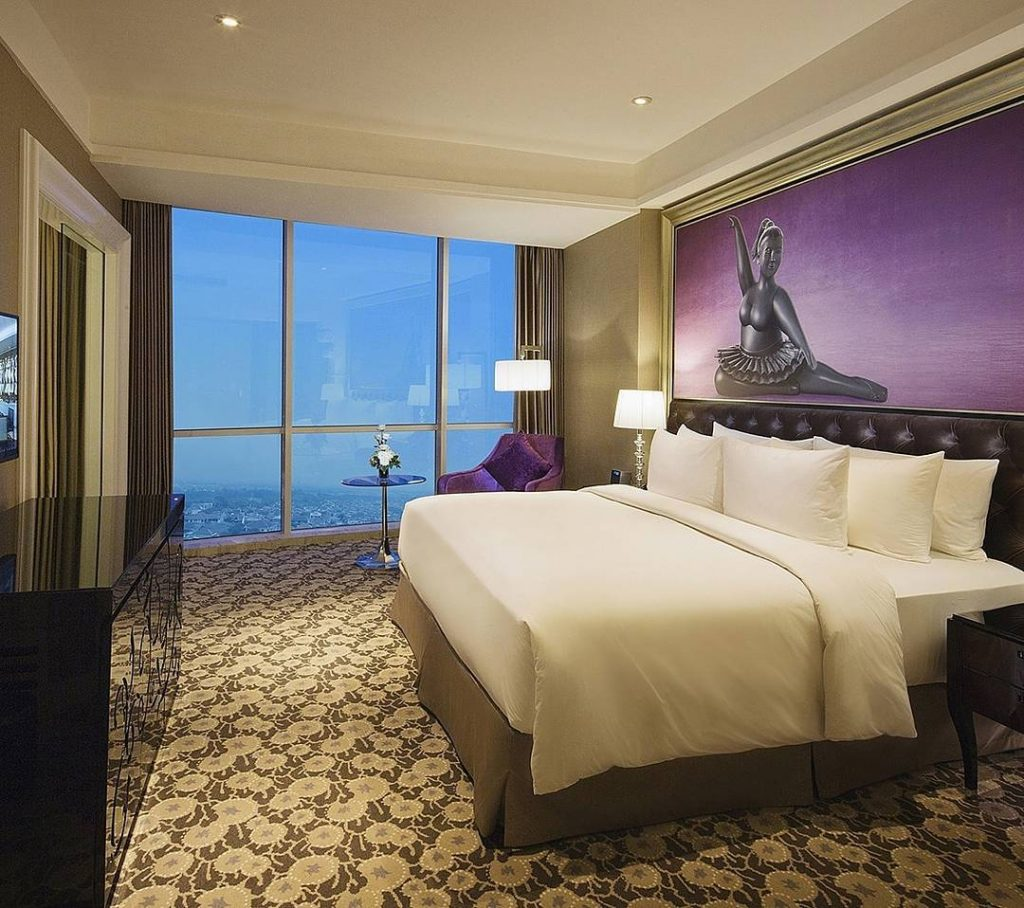 best surabaya city hotels near Tunjungan Plaza Mall_Ciputra world hotel surabaya room