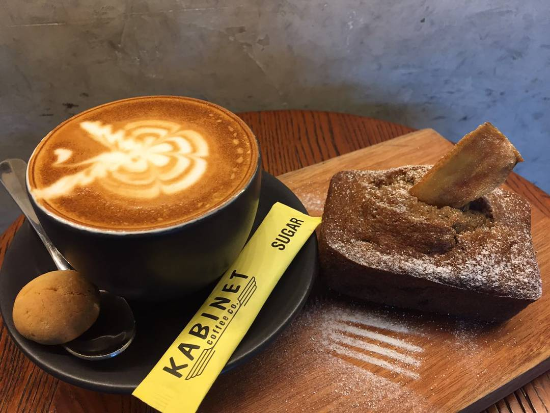 7 recommended Surabaya cafes to hang out and drink coffee_Kabinet Coffee 2