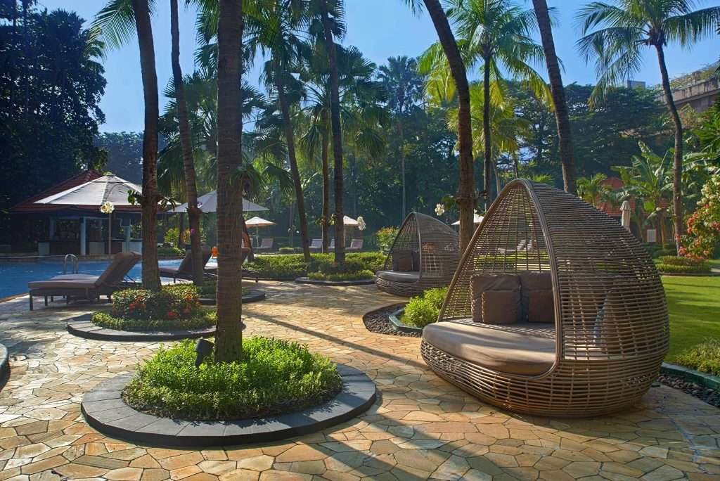 best surabaya city hotels near Tunjungan Plaza Mall_Shangri-la surabaya pool